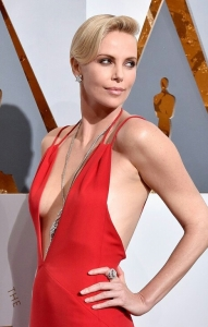 Charlize-Theron-Oscars-2016-Red-Carpet-Fashion-Christian-Dior-Tom-Lorenzo-Site-1-1